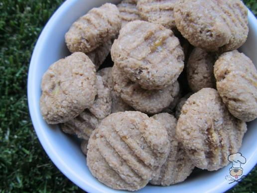 (wheat and dairy-free, vegan, vegetarian) peanut butter honey banana dog treat/biscuit recipe