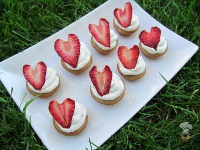 (gluten and wheat-free) strawberry peanut butter banana kisses! dog treat recipe