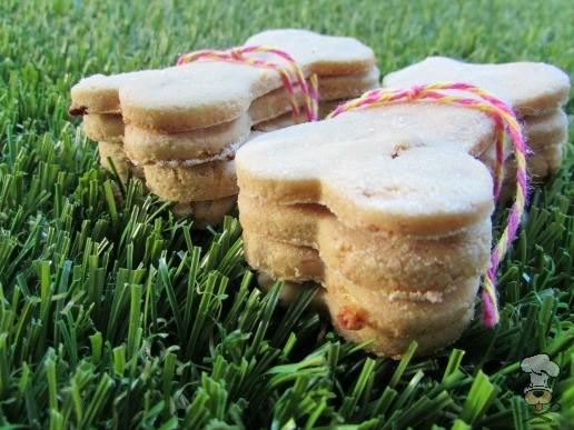 (wheat, dairy and gluten-free, vegetarian) peanut butter bacon banana dog treat/biscuit recipe
